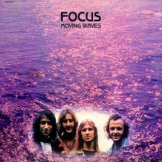 Focus moving waves (320x320)
